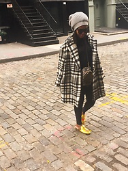 Liz Lizo - Stella Mccartney Coat, Gucci Shoes, Rick Owens Hat, Céline Sunglasses, Louis Vuitton Bag - SoHo days