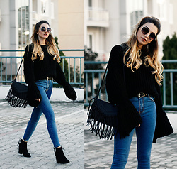 Melike Gül - Zaful Sweater, H&M Jeans, Romwe Boots - Bell Sleeve Sweater