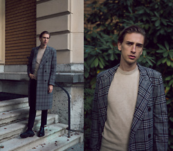 Oliver Lips - Hugo Boss Coat, Asket Cashmere Sweater - Dreamy Autumn Days