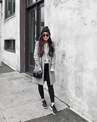T - Zara Coat, H&M Sweater, Topshop Jeans, Forever 21 Hat, Nike Shoes, Vintage Bag, Karen Walker Sunglasses - Minimal