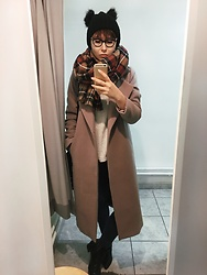 Ewelina Anczewska - Missguided Coat, Stradivarius Scarf, Missguided Hat - Bunny
