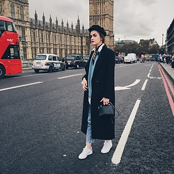 Andreea Birsan - Maxi Coat, Newsboy Cap, Vintage Scarf, White Button Down Shirt, Sweater, Mom Jeans, Mini Crossbody Bag, Stan Smith White Sneakers - Londoner // www.couturezilla.com