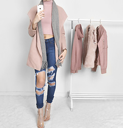 Tia Mcintosh -  - Pink winter outfit