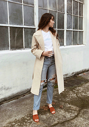 Tonya S. - Vintage Camel Coat, Graphic Print Tee, Vintage Levi's, Beaton Mule - Casual Sunday