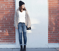 Tomoko Fushimi - Dahong Cardigan, Uniqlo Jeans, Timberland Boots - A meet up at the pop up