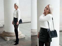 MONIKA S - Crystal Choker, Romwe White Fluffy Sweater, High Waist Patent Leather Skirt, Furry Bag With Chain, Overknee Thigh Boots - LA CLÉ DES CHAMPS