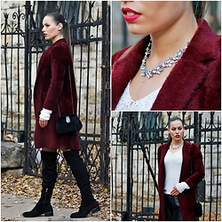 Virág Bogdándi - Cipőfalva Black Over The Knee Boots, Burgundy Faux Fur Coat, Stradivarius Faux Fur Clutch, Orsay Sequinned Sweater, Aliexpress Necklace - Lady in burgundy