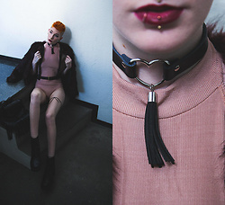 BEHINDHERMASK - Valfré Leather Choker, Vagabond Ankle Boots, Topshop Leather Harness, Zara Bodysuit - Choker cult