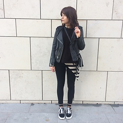 Natasha Hide - Asos High Waisted Ridley Jeans, Old Skool Vans, Zara Cross Body Bag, All Saints Leather Jacket - Chains and stripes