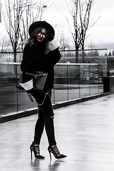 Aurela Lacaj - Topshop Jeans, Gucci Bag, Aritzia Sweater, Asos Shoes - Black on Black Winter Layers !