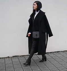 Kat I. - Ignore Pants, Unique 21 Blazer, Markberg Bag - Mf121416