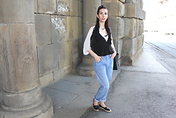 Jelena - Zara Loose Blouse, Levi's® Vintage 501 Jeans - Levi's 501 take two