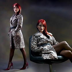 Redhead Illusion by Menia - Denny Rose Animal Print Coat, Karen Millen Belt, Nine West Pumps - Forever wild...!