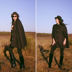 Carmen Adan - Zara Cape, &Otherstories Boots, Zara Legging, Celine Sunglasses - CAPE COAT