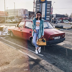 Andreea Birsan - Newsboy Cap, Mint Faux Fur Coat, Graphic T Shirt, Step Hem Jeans, Hermes Kelly, Adidas Superstar White Sneakers, Red Sunglasses - Weekend vibes