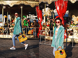 Andreea Birsan - Newsboy Cap, Red Sunglasses, Graphic Tee, Mint Faux Fur Coat, Yellow Tote Bag, Light Wash Step Hem Jeans, Adidas Superstar White Sneakers, Bag Charms - How to style your graphic tee with a faux fur coat