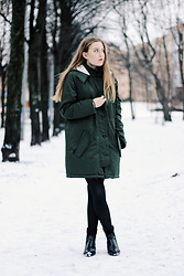 Emma Felin - Banana Republic Parka - Suomi Snow