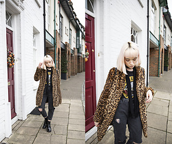 Peaches - New Look Mom Jeans, Pull & Bear Faux Fur Leopard Print Coat - Mom Jeans