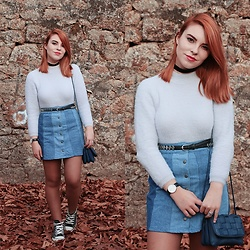 Carina Gonçalves - Chicme Sweater, Pull & Bear Skirt, Converse Sneakers - Head stuck in a circle