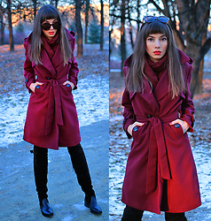 Jointy&Croissanty © - Lookbook.Nu/Dressystar Coat - Burgundy trench coat