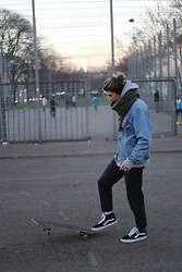 Richy Koll - Supreme Skateboard, Vans Sneaker, Edwin Suit Pants, Levi's® Jeansjacket, Skullcandy Beats - Skate in winter 24.12