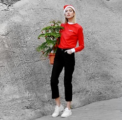 Ebba Zingmark - Sneakers, Dr Denim Jeans, N.Kopenhagen Top - MERRY CHRISTMAS LOOKBOOKERS?