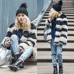Diana Manolova - Zara Navy Sweater, Bershka Coat, Pimkie Beanie, H&M Silver Shopping Bag, Pull & Bear Mom Fit Jeans, Pimkie Biker Boots - Merry Fluffy Christmas!