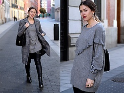 Amy Ramírez - Primark Coat, H&M Sweater - Grey tones