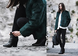 Aria -  - The faux fur jacket