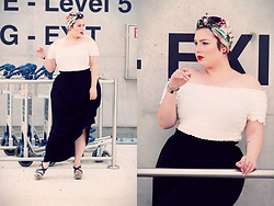 Luciana Blümlein - H&M Top, H&M Skirt, Arezzo Sandals, H&M Headwrap, Dior Earrings, Hermès Bracelet - • Level 5 •