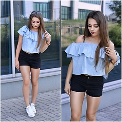 Sandra Kopko - Sheinside Top, Sheinside Shorts, Ray Ban Sunglasses, Converse Shoes - Baby blue