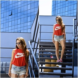 Sandra Kopko - Nike Top, Bershka Shorts, Ray Ban Sunglasses, Vans Shoes - Red nike