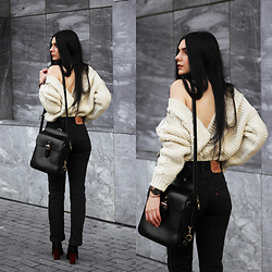 CLAUDIA Holynights - Chic Wish Chunky Cable Knit Cardigan, Levi's® Vintage Jeans, Daniel Wellington Classic Black Watch, Vipme Bag, Shuzee Boots - Vintage Levi's and chunky knit