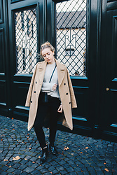 Viviane Lenders - Edited The Label Camel Coat, Somerset Knit, Celine Trio Bag, Topshop Jeans, Selected Chelsea Boots - Winter Sun