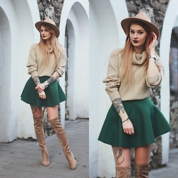 Katarzyna KOKA Konderak - Sweater, Heels - Beige sweater & green skirt