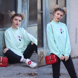 Franziska Elea - Monki Sweater, Valentino Bag, Adidas Sneaker, Calvin Klein Socks - Sneaker Patches & Space Buns