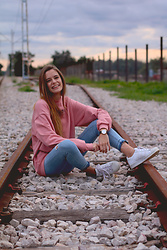 Marta Ucler Ucler - Kaotiko Hoodie, Zara Jeans - Sporty Look