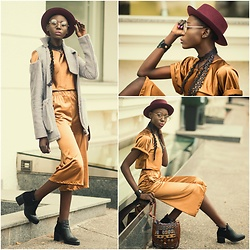 Sui Generis - Stradivarius Hat, Sui Cullottes, Sui Coat, Bershka Boots, Giant Vintage Glasses - Metallic cullottes street style