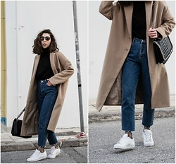 Theoni Argyropoulou - Stradivarius Oversized Camel Coat, Bershka Sweater, Zara Shoulder Bag, Mom Jeans, Fishnet Socks, Adidas White Sneakers - Wearing the Oversized Coat like a pro on somethingvogue.com