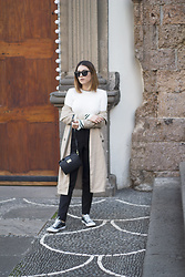 Frederica Ferreira - Rosegal, Bershka Trench, Zara, Converse All Star, Pimkie Sunglasses - Fancy stripes