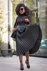 Niké -  - How to wear a pleated skirt