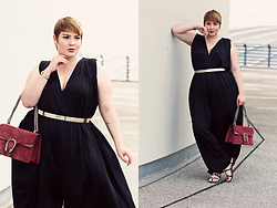 Luciana Blümlein - Beth Ditto Jumpsuit, Asos Belt, Chanel Sandals, Gucci Bag, Dior Earrings, Jennifer Fisher Choker, Hermès Bracelet - • Peacock •