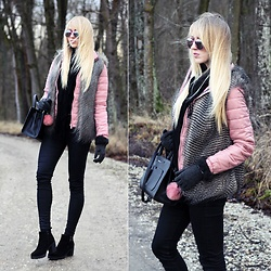 Diane Fashion -  - Black and pink with fur vest