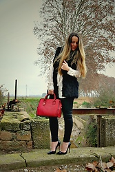 Emma MAS - Louboutin Heels - Red soles and red bag