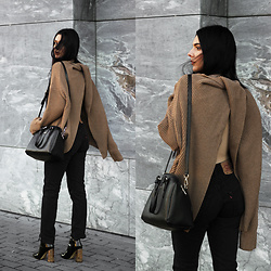 CLAUDIA Holynights - Chic Wish Twisted Knot Open Back Sweater, Vipme Bag, Levi's® Vintage 501 Jeans, Ego Boots, Vipme Bag - Camel (GIVEAWAY)