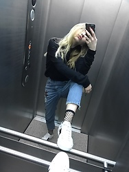 Maria Matvie - Borrowed Sweater, Topshop Jeans, Gucci Sneakers - Check mate