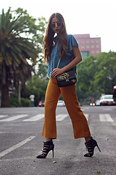 Andrea Nahle - Outfit Details On My Blog - MUSTARD BOTTOMS