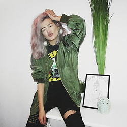 Venetia Kamara - Sheinside Army Bomber Jacket, Sheinside Black Ripped High Waisted Jeans - Grunge Runaway