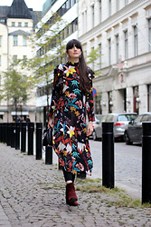 Paz Halabi Rodriguez - Zara Hop Earrings, Zara Black Bag, H&M Printed Ruffle Midi Dress, Mango Suede Burgundy Boots - Giving a chance
