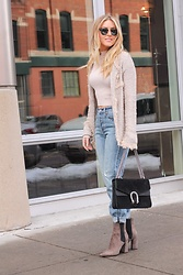 Amber Wilkerson - Sheinside Sweater, Levi's® Jeans, Guess Booties, Gucci Bags, Forever 21 Top - The Classy Cardi